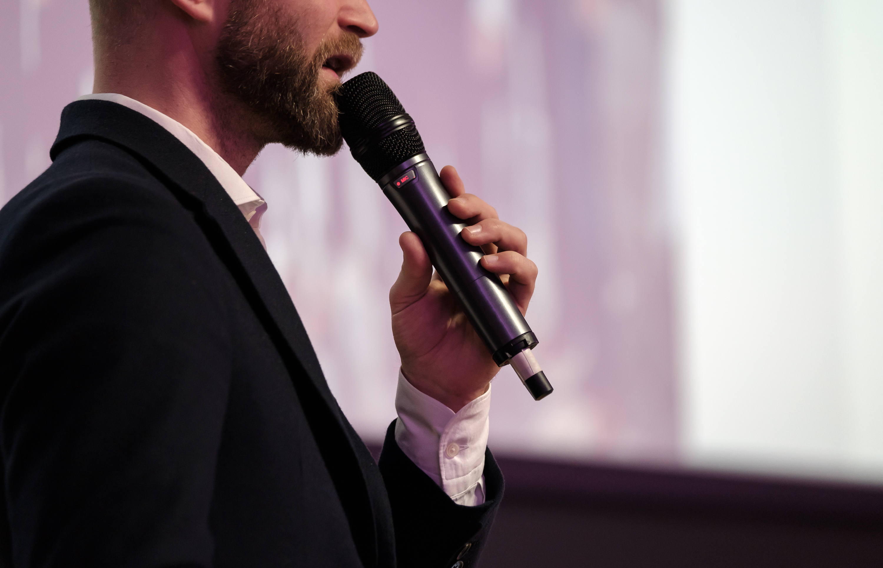 Important Attributes That Keep In Mind Before Hiring A Motivational Speaker